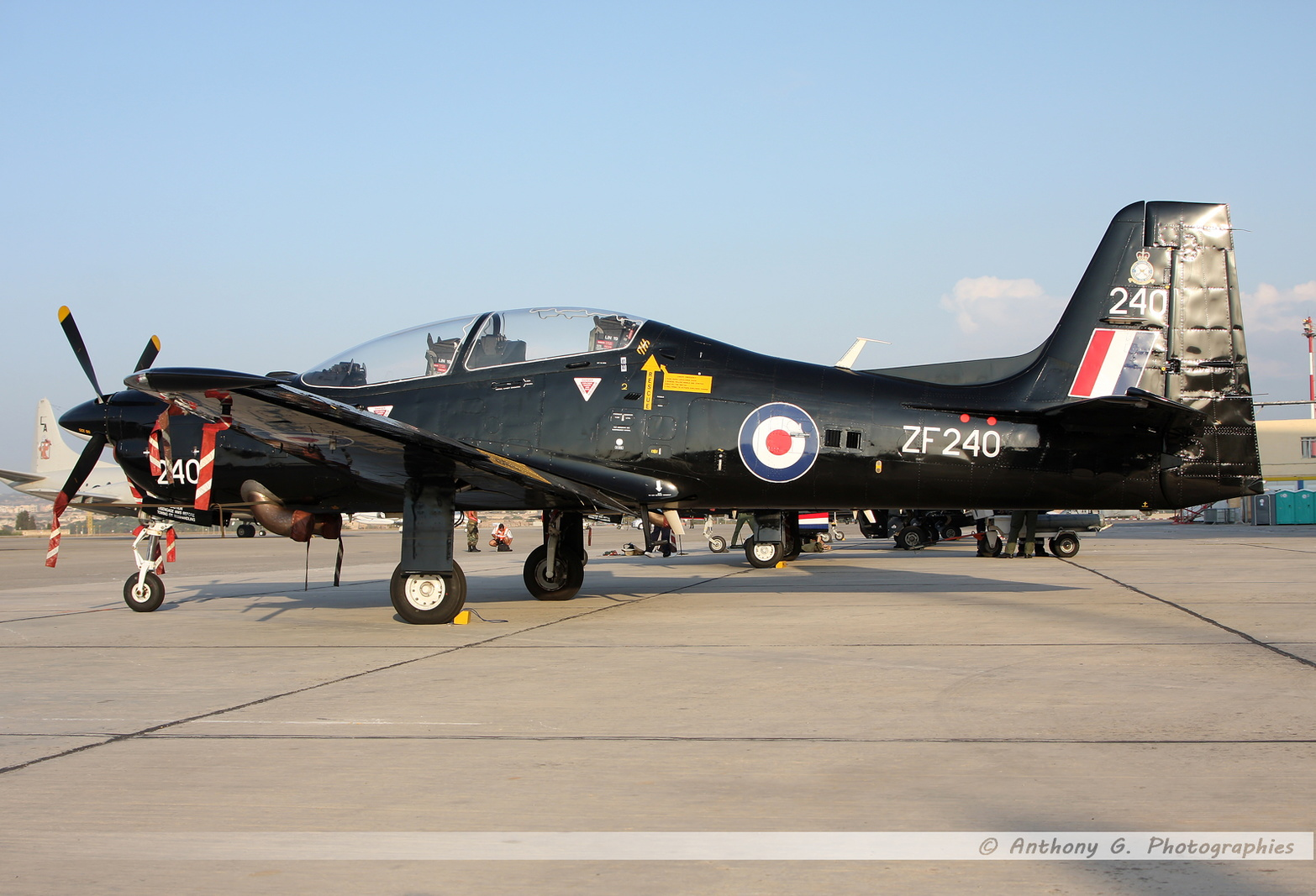 Tucano Royal Air Force - ZF240.jpg