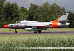 Hawker Hunter - N-321 (2)