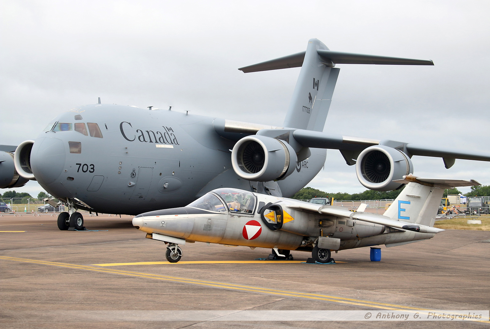 RCAF C-17 & Saab 105 Austrian Air Force - Blue E.jpg